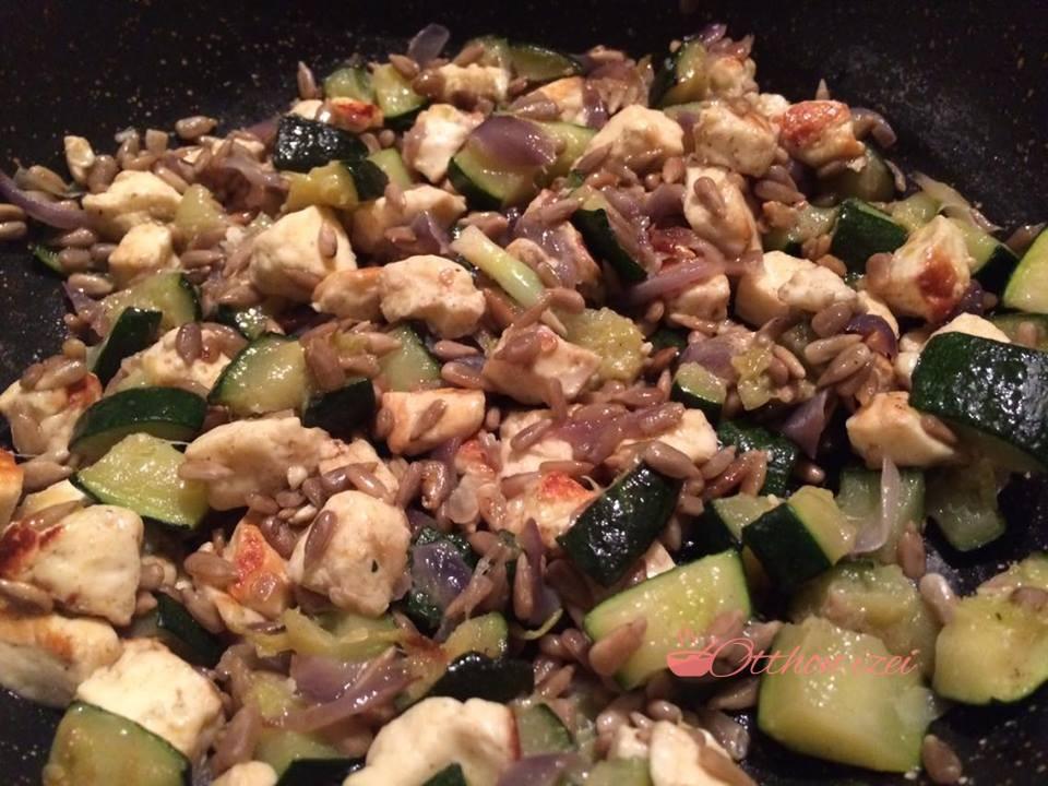 Cukkinis, magvas, grillsajtos - Otthon ízei