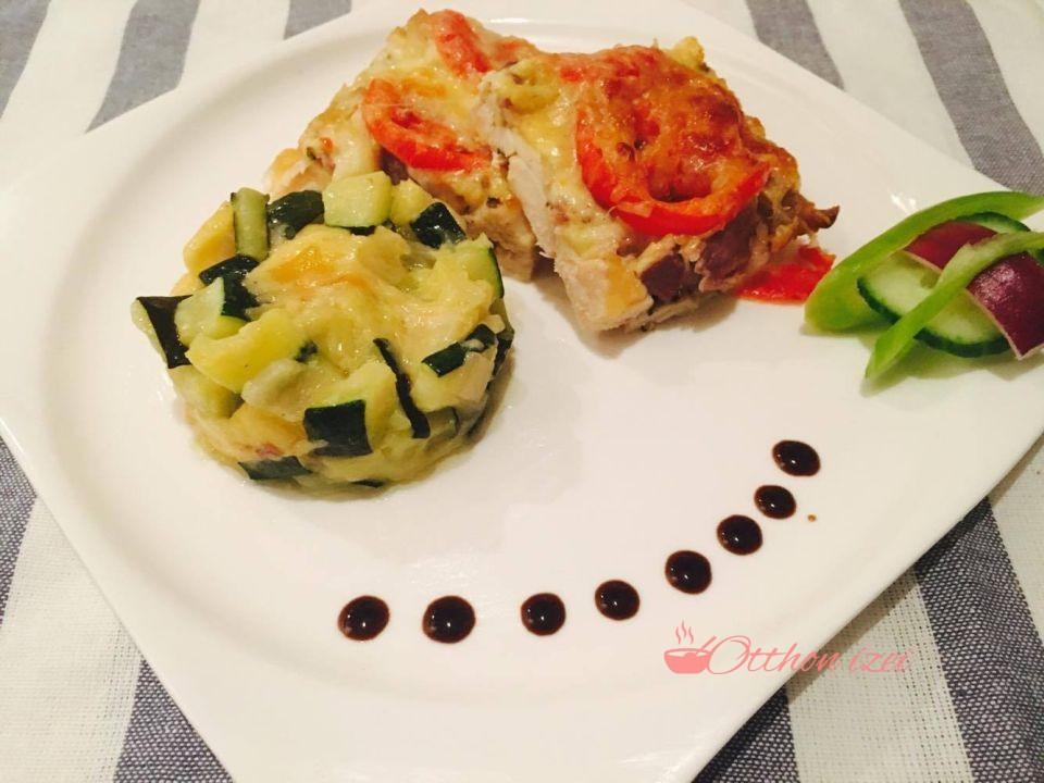 Mozzarellás paradicsomos csirkemell rakott cukkinivel - Otthon ízei